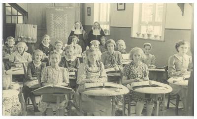 Kantklossers, H. Hartschool Ingelmunster, ca 1952