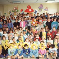 """Jenny verlaat haar kinderen van """"De Valke"""", Lichtervelde, 30 mei 1994"""