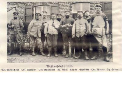 Groepsfoto van militairen, Westrozebeke, 1915