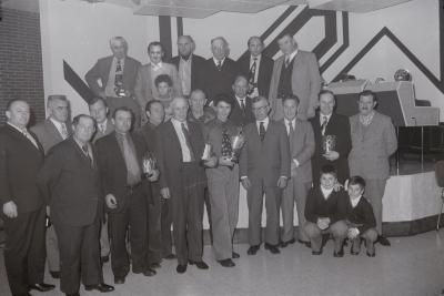 Viering van duivenkampioen in zaal Beernaert, Moorslede 1975