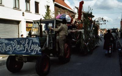 Tap en Torrestoet Dadizele: praalwagen toneelgezelschap(?); 15 mei 1983