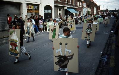 Tap en Torrestoet Dadizele: kinderen met borden; 15 mei 1983