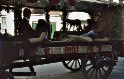 Tap en Torrestoet Dadizele: boerenkar met slogan; 15 mei 1983