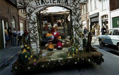 Tap en Torrestoet Dadizele: praalwagen Hacienda; 15 mei 1983