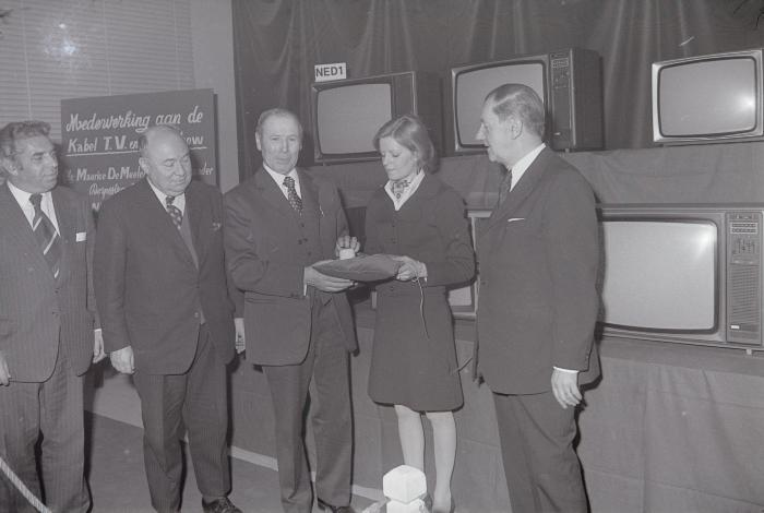 Ingebruikname van kabel-TV, Oostnieuwkerke 1975