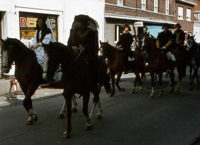 Tap en Torrestoet Dadizele: ridders te paard; 15 mei 1983