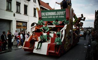 Tap en Torrestoet Dadizele: praalwagen met slogan; 15 mei 1983