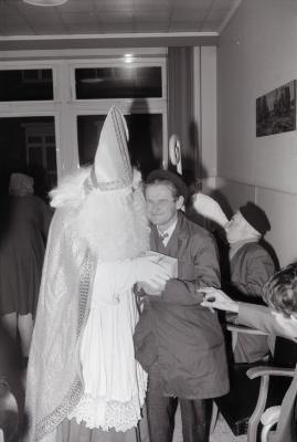 Sinterklaas in rust- en verzorgingstehuis, Moorslede december 1974