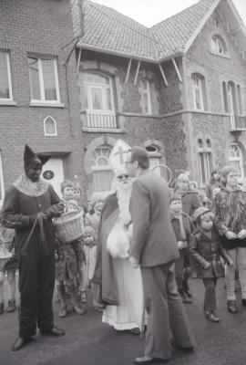 Sinterklaas en zwarte Piet in Moorslede, december 1974