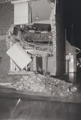 Vrachtwagen rijdt in huis, Ieperstraat Moorslede oktober 1974