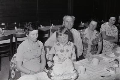 Eerste communie Ann Vanryckegem en Anneke Deleu, Moorslede mei 1974