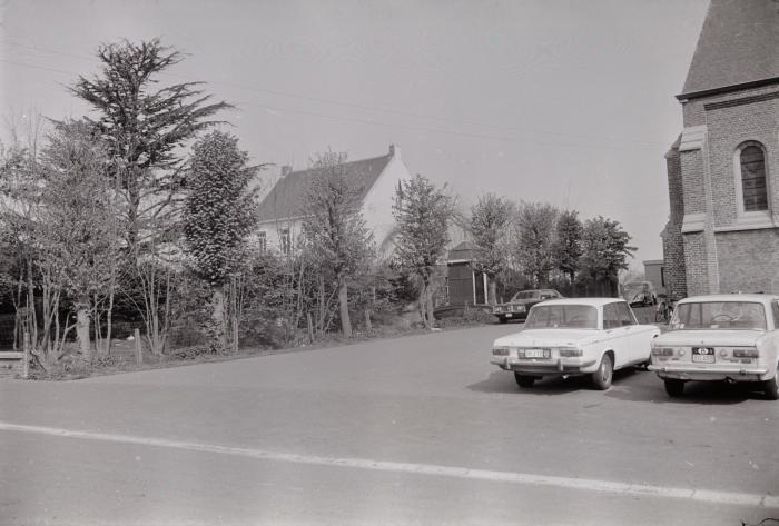 Pastorie en kerk, Slypskapelle mei 1974