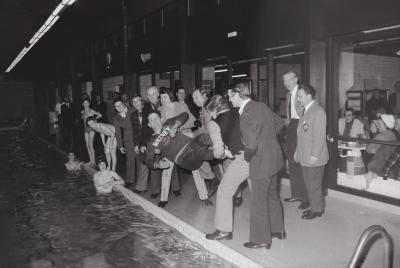 250000ste bezoeker zwembad, Moorslede maart 1974
