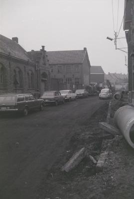 Wegenwerken in de Zesde Jagersstraat, Moorslede maart 1974