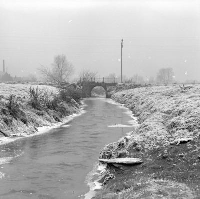 Winterlandschap met beek
