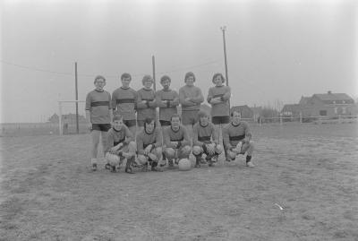 Voetbalploeg KB Roeselare, april 1973