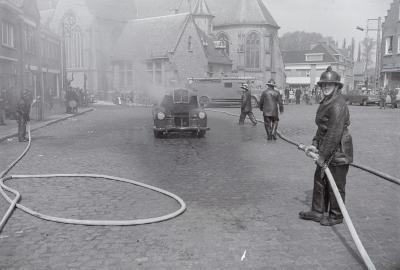 Oefening van brandweer, civiele bescherming en Rode Kruis, Moorslede mei 1975
