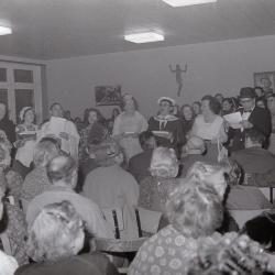 Optreden van muziek en zangkoor in RVT, Moorslede januari 1972