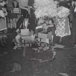 Toneelkring KNA viert carnaval, Moorslede 1972