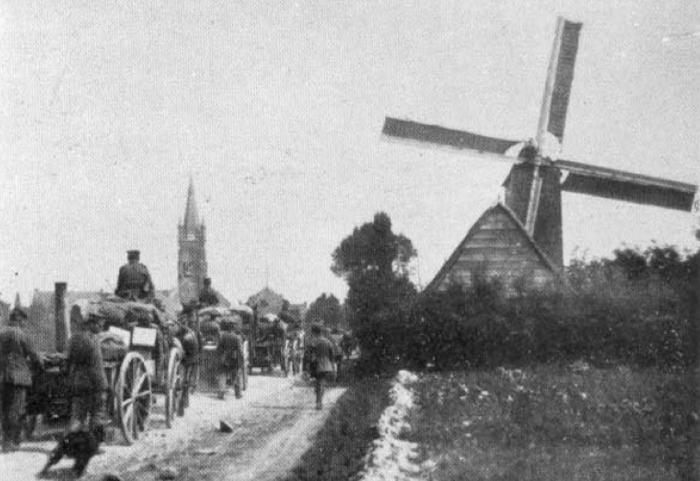1917, soldaten rijden Gits binnen