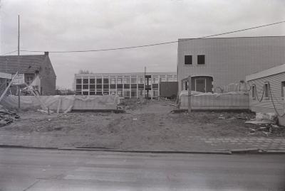 Bouw van gemeenteschool, Staden december 1971