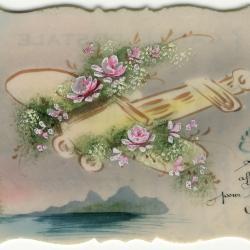 Beeldzijde nieuwjaarskaart, bebloemd vliegtuig boven water, 1914