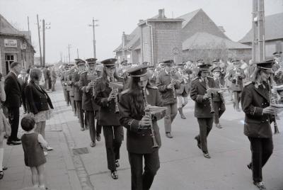 Harmonie showt nieuwe uniformen, Moorslede 1970