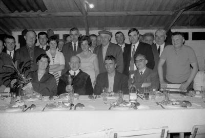 Huldiging kaartkampioen café Nantes, Moorslede 1970