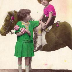 Beeldzijde nieuwjaarskaart, kinderen en pony