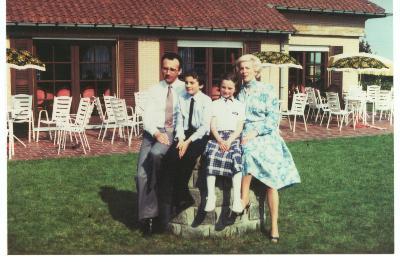 Familiefoto op de plechtige communie, Roeselare,1981