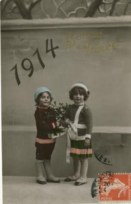 Beeldzijde nieuwjaarskaart, twee meisjes met maretak, 1914