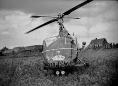 Wereldkampioenschap wielrennen: helikopter in weide, Moorslede 1950