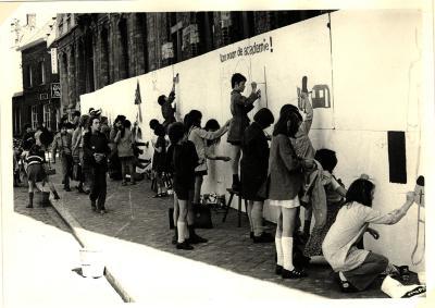 Happening van de Stedelijke Academie voor Schone Kunsten op de Grote Markt, Roeselare