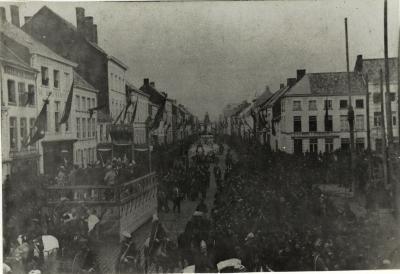 Stoet bij inhuldiging praalgraf Rodenbach, 1888, Roeselare
