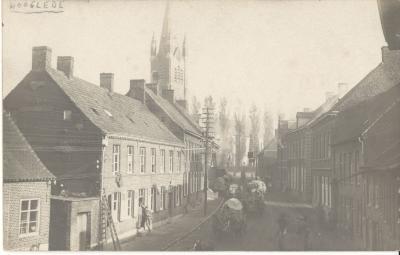 Ieperstraat Hooglede, bevoorradingswagens