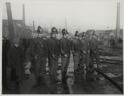 Brandweeroefening langs kanaal (vaart), 1912 (of 1913)