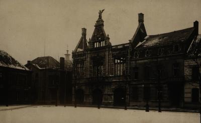 Arsenaal uitgebrand na bombardement, 1917