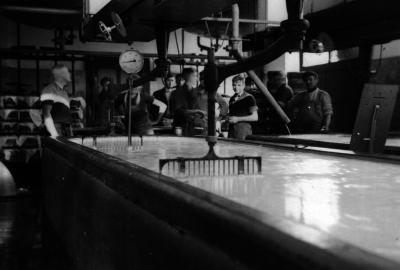 Melkbakken, melkerij W. Hennion en N. Van Speybroeck, Moorslede, 1942