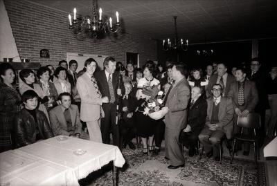 Huldiging hengelkampioen vissersclub, Dadizele april 1978