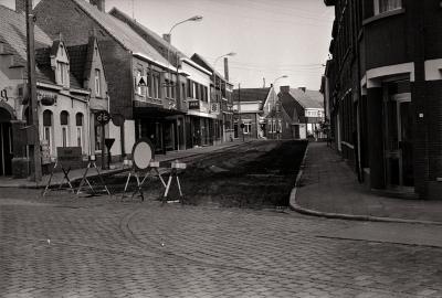Begin van werken in Dadizelestraat, Moorslede augustus 1977