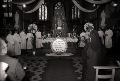 Scheutisten tijdens 'Ommegang', Westrozebeke mei 1977