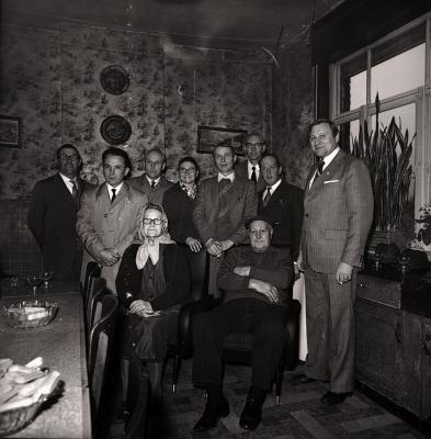 Gouden echtpaar poseert, Moorslede maart 1973