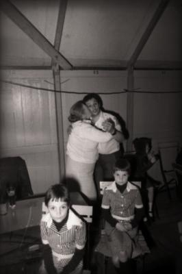 Felicitaties tijdens zangwedstrijd (zangcrochet), 'Statiehoekkermis', Moorslede mei 1977