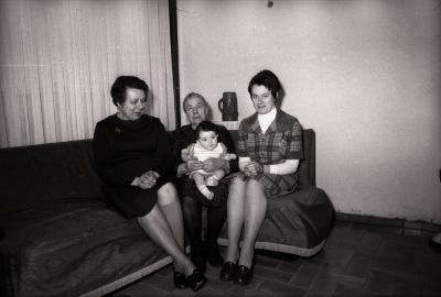 Vrouwelijk viergeslacht Depraetere (Depreitere?), Moorslede 1977