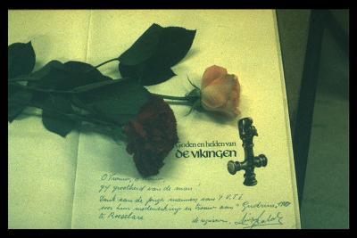 Bedankingskaart aan VTI Roeselare (medewerking toneelstuk Gudrun)