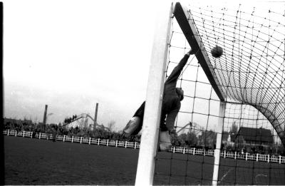 Redding door voetbalkeeper Misplon, Izegem 1957