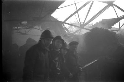 Drie spuitgasten bij fabrieksbrand, Izegem 1957