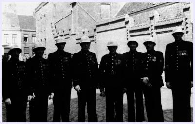 Acht agenten met decoratie, jaren '50