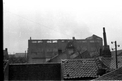 Gebouw (fabiek?) na brand, Izegem 1957