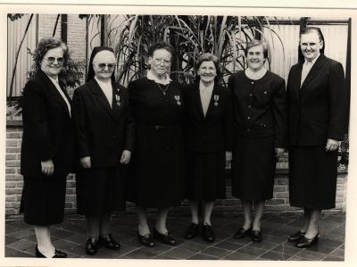 Groepsfoto nonnen aan Sint Jozefkliniek Izegem